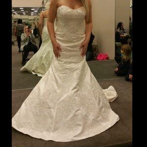 Wedding dress gently worn